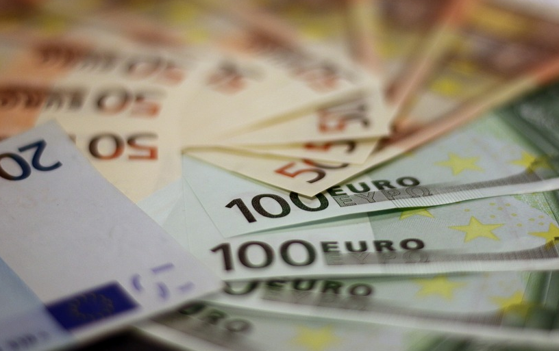 130 Mio € im Super-Jackpot gewinnen oder Geld anlegen?